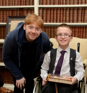 CROPPED_Callum-Wilson-and-his-mum-Pamela-with-Rupert-Grint-282x300